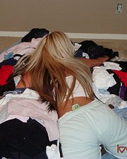 Love Gisele candid pics sniffing dirty laundry